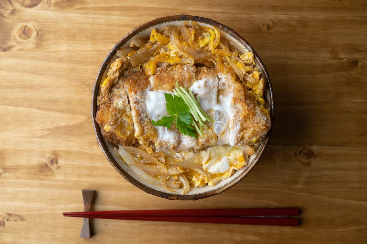 Recette Tamago-don: Comment faire un donburi aux œufs japonais