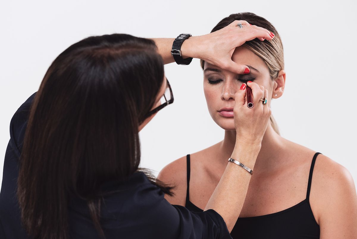 Kuidas teha silmameiki Bobbi Browniga: lauvärv, silmapliiats, ripsmetušš ja kulmud