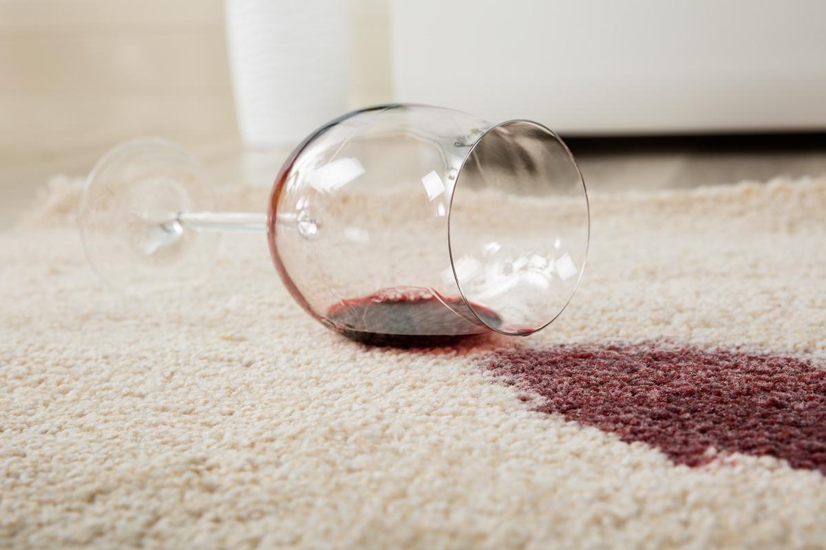 Punase veini plekkide eemaldamine: 6 plekieemaldusmeetodit