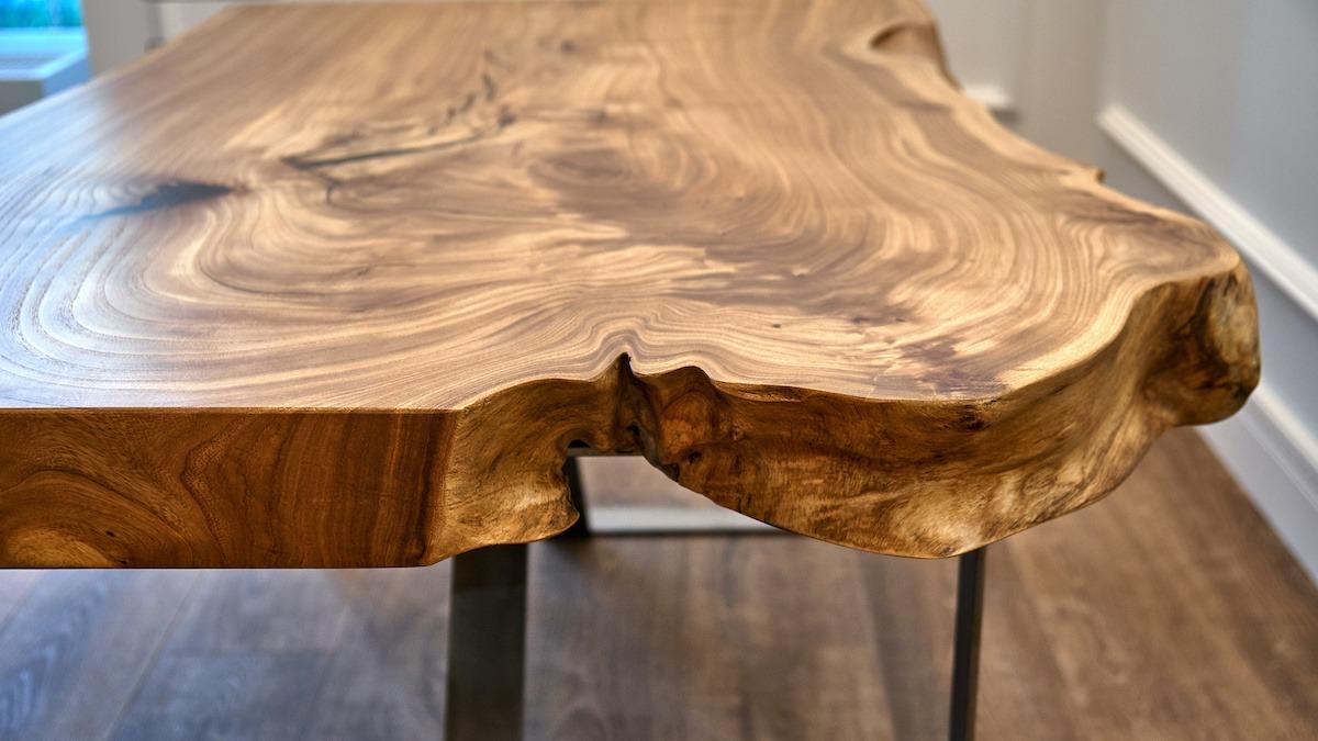 Comment finir une dalle de bois Live Edge pour les meubles rustiques