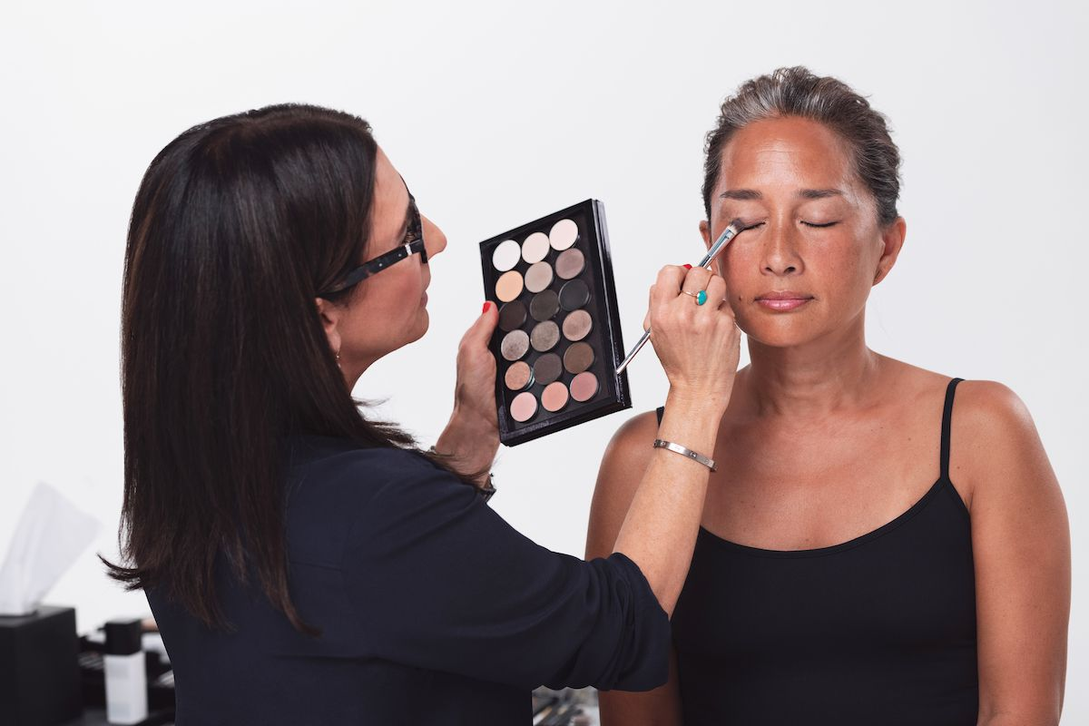 Les 11 conseils de Bobbi Brown pour un maquillage professionnel sur le lieu de travail