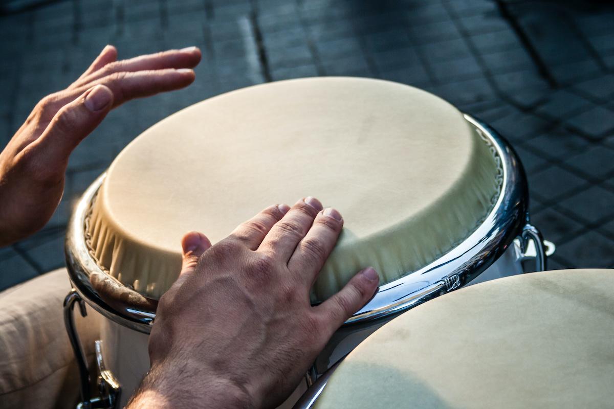 Comment jouer des rythmes Cha-Cha-Cha sur un tambour