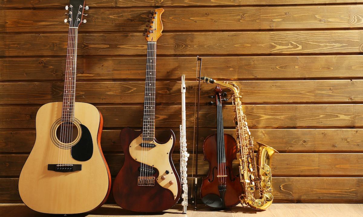 Mélodie contre harmonie: similitudes et différences avec des exemples musicaux