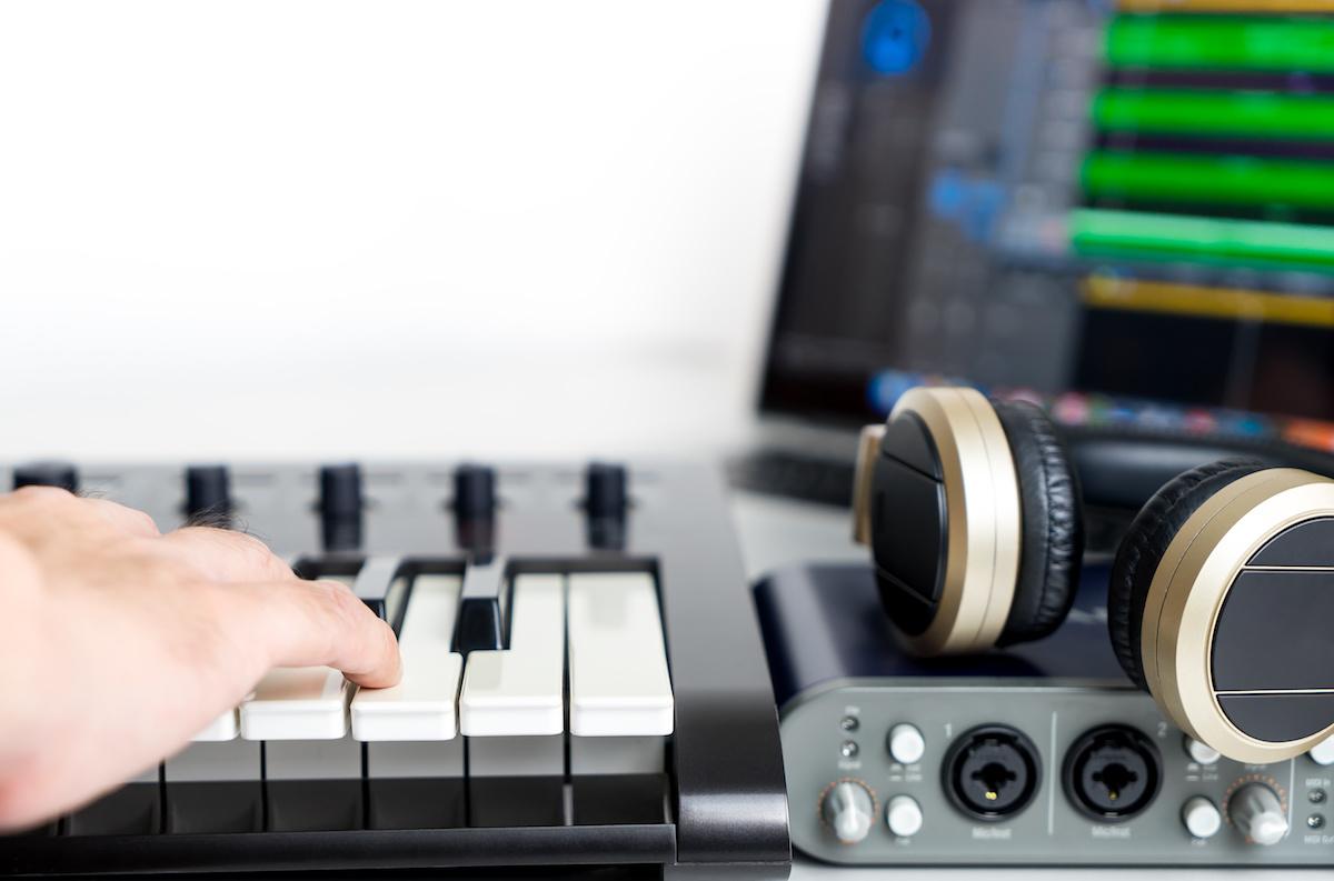 Domáce nahrávacie štúdio 101: Aké sú najlepšie doplnky pre nahrávanie domáceho štúdia?