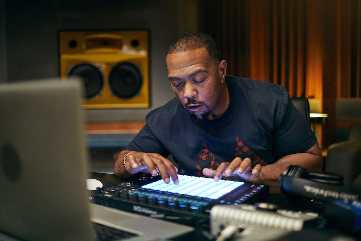 Come Timbaland fa un ritmo in 4 passaggi: all'interno del processo di creazione delle canzoni del produttore di successo