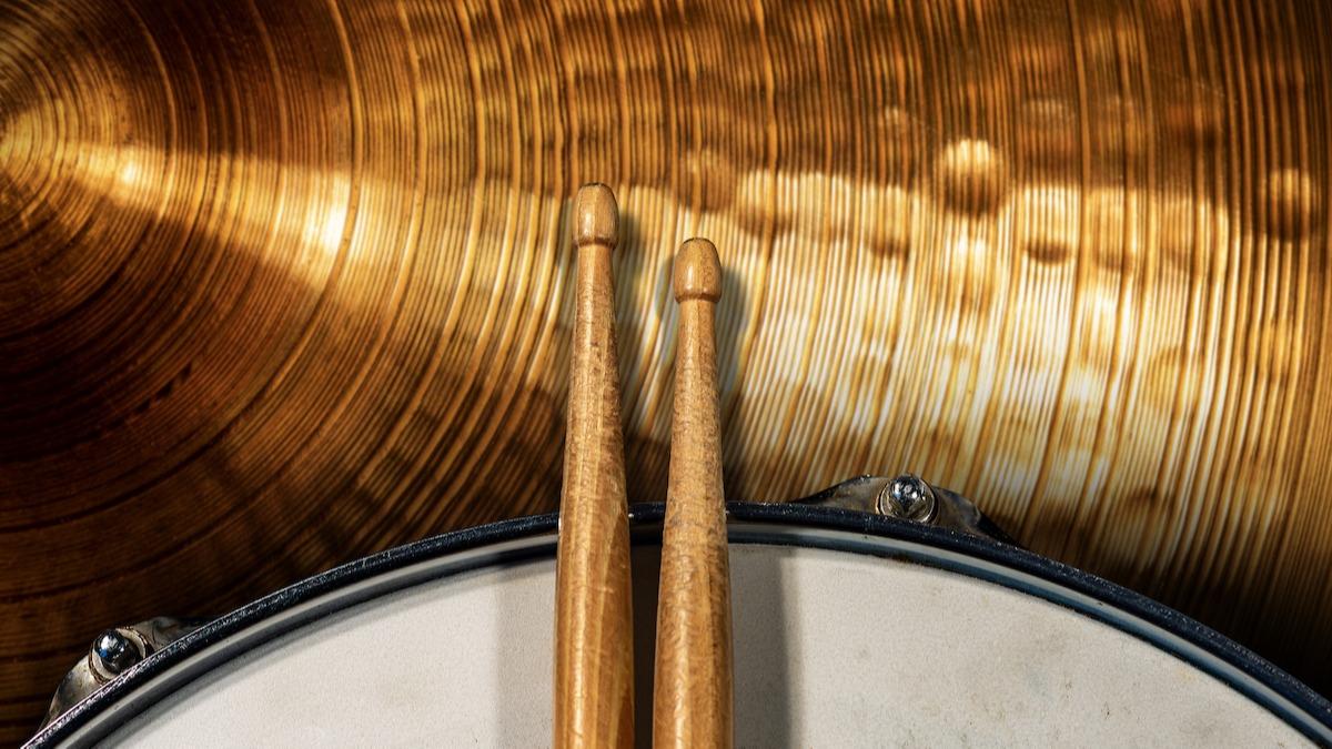 5 punjenja bubnjeva za početnike: kako igrati osnovne bubnjeve
