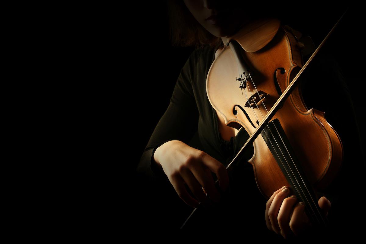 Violon 101: Quelle est la bonne façon de tenir un violon? Apprenez à tenir un violon en 4 étapes