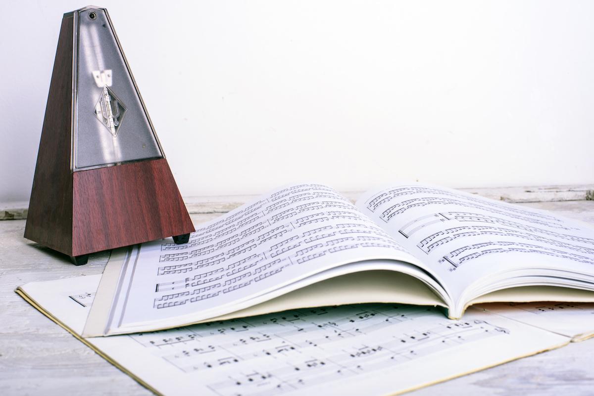 Musique 101: Qu'est-ce que le tempo? Comment le tempo est-il utilisé en musique?