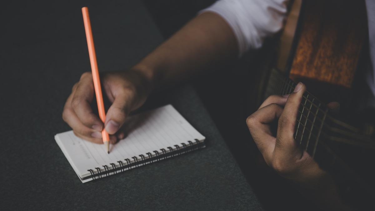 Guide d'écriture de chanson simple : Comment écrire une chanson en 5 étapes