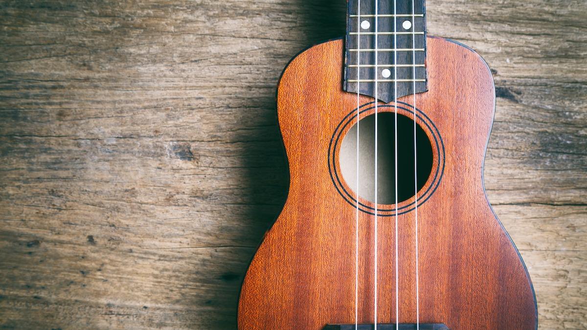 Ukulele suuruste juhend: 10 tüüpi ukuleleid