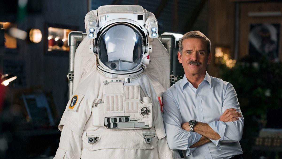Qu'est-ce que ça fait d'aller dans l'espace ? L'astronaute de la NASA Chris Hadfield explique