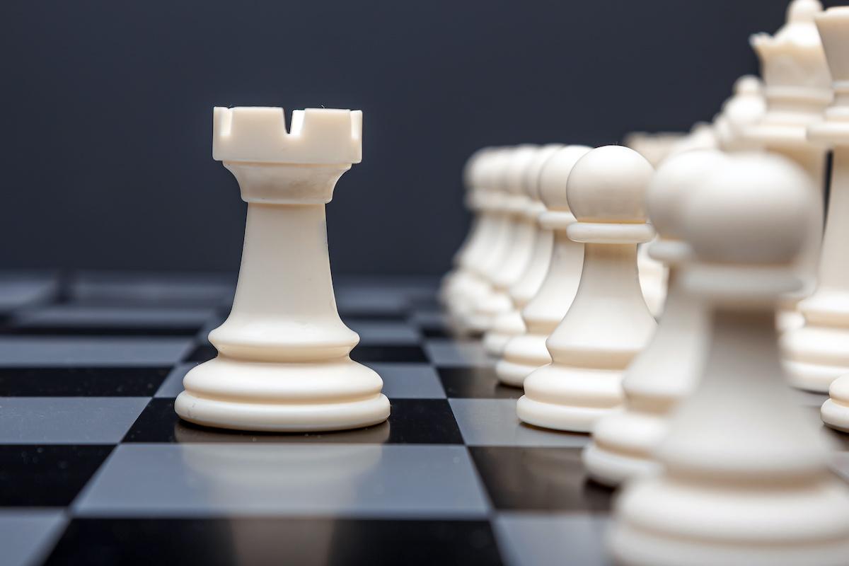 Hva er en krøll i sjakk? Lær hvordan du flytter kroker