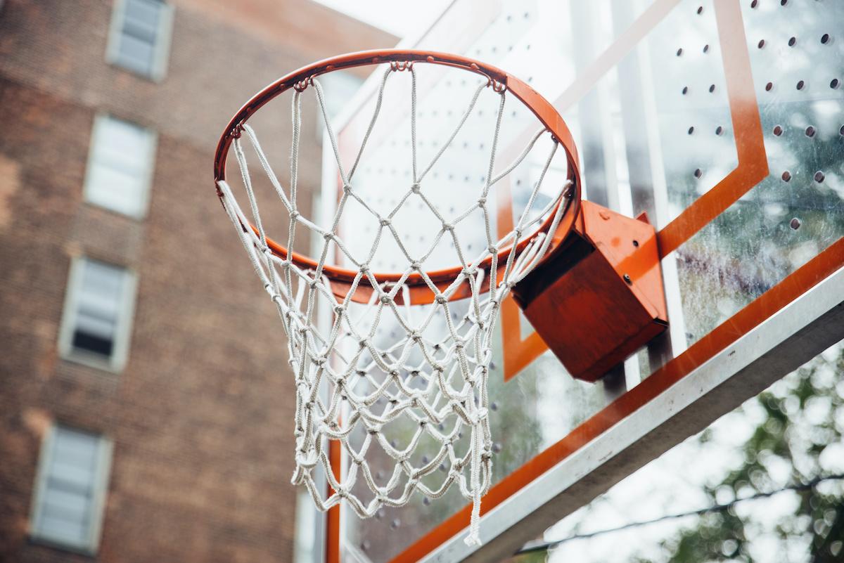 Hur man behärskar Triple-Threat-positionen i basket