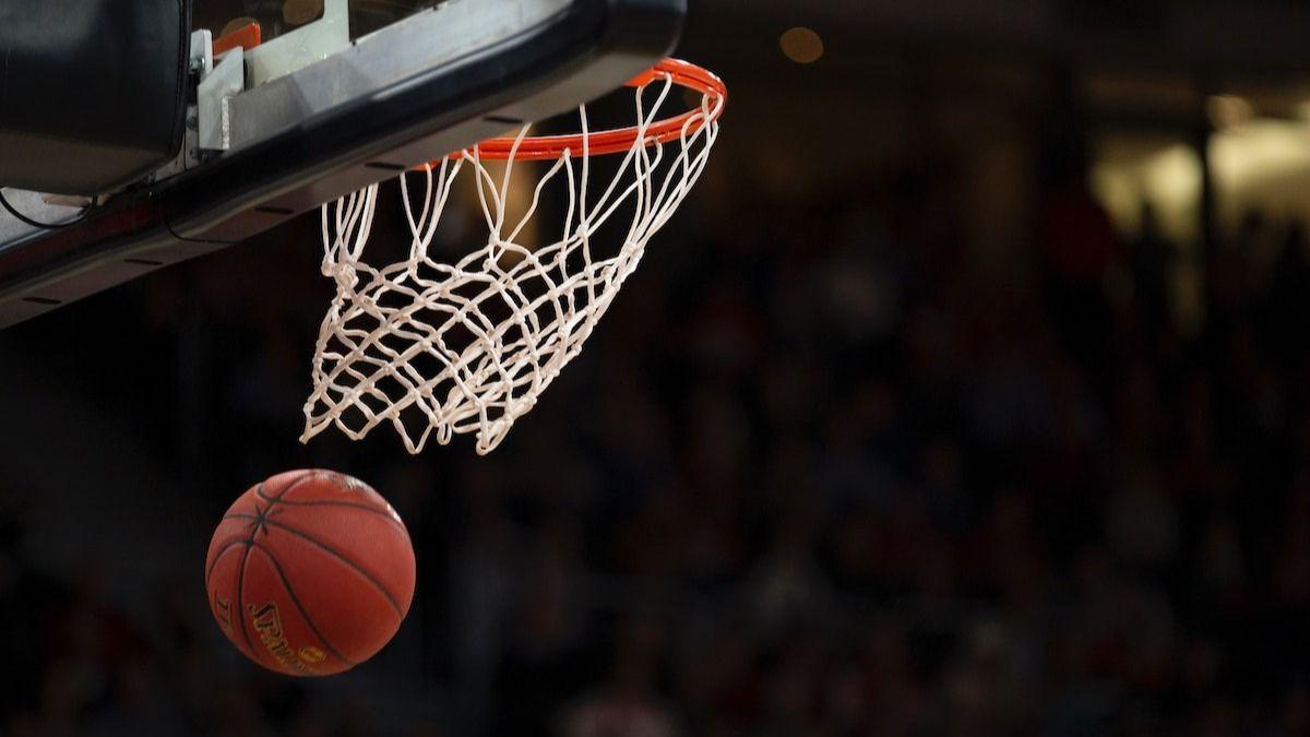 Défense d'homme à homme contre zone de défense: à l'intérieur des défenses du basket-ball