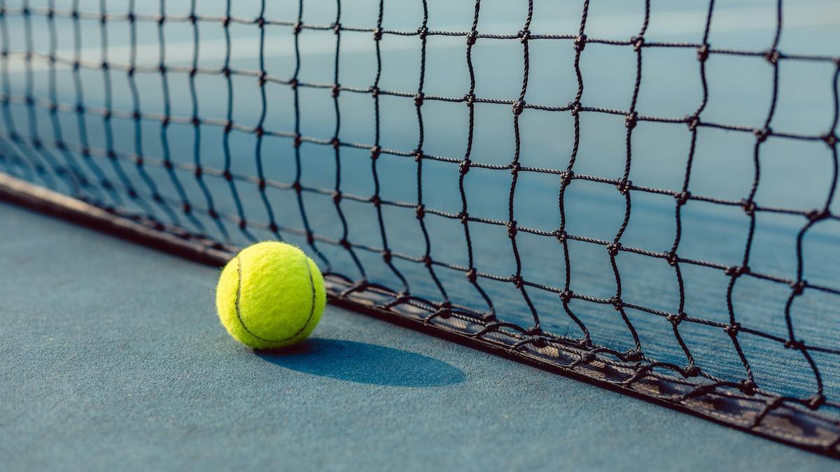 От дроп-бросков до ударов слева: 10 видов теннисных бросков