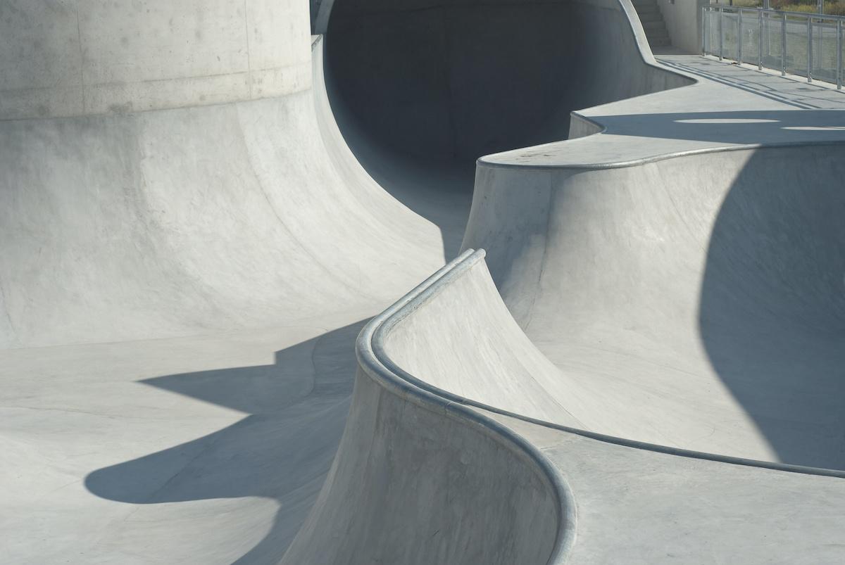 Comment maîtriser la glissade du genou en skateboard