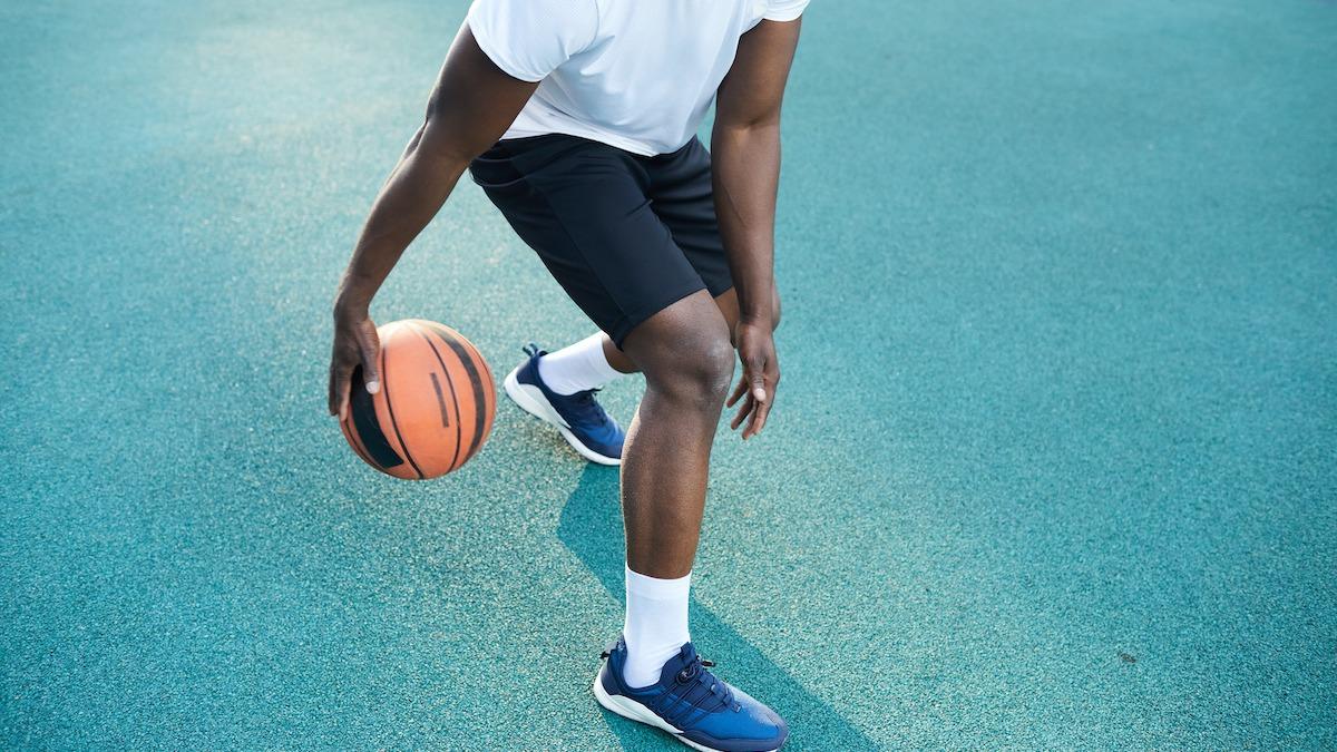 Basket 101: 8 sätt att förbättra dina basketfärdigheter