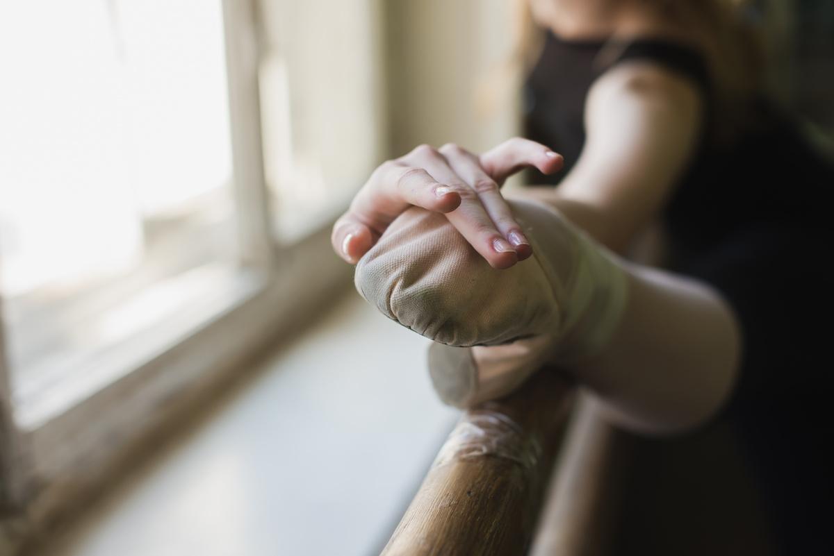 बैले के लिए वार्म अप कैसे करें: 8 व्यायाम कहीं भी करने के लिए