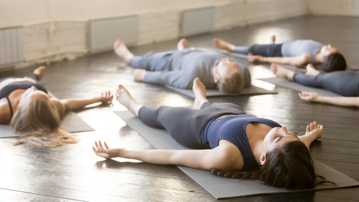 Comment pratiquer le yoga nidra : 3 bienfaits du sommeil yogique