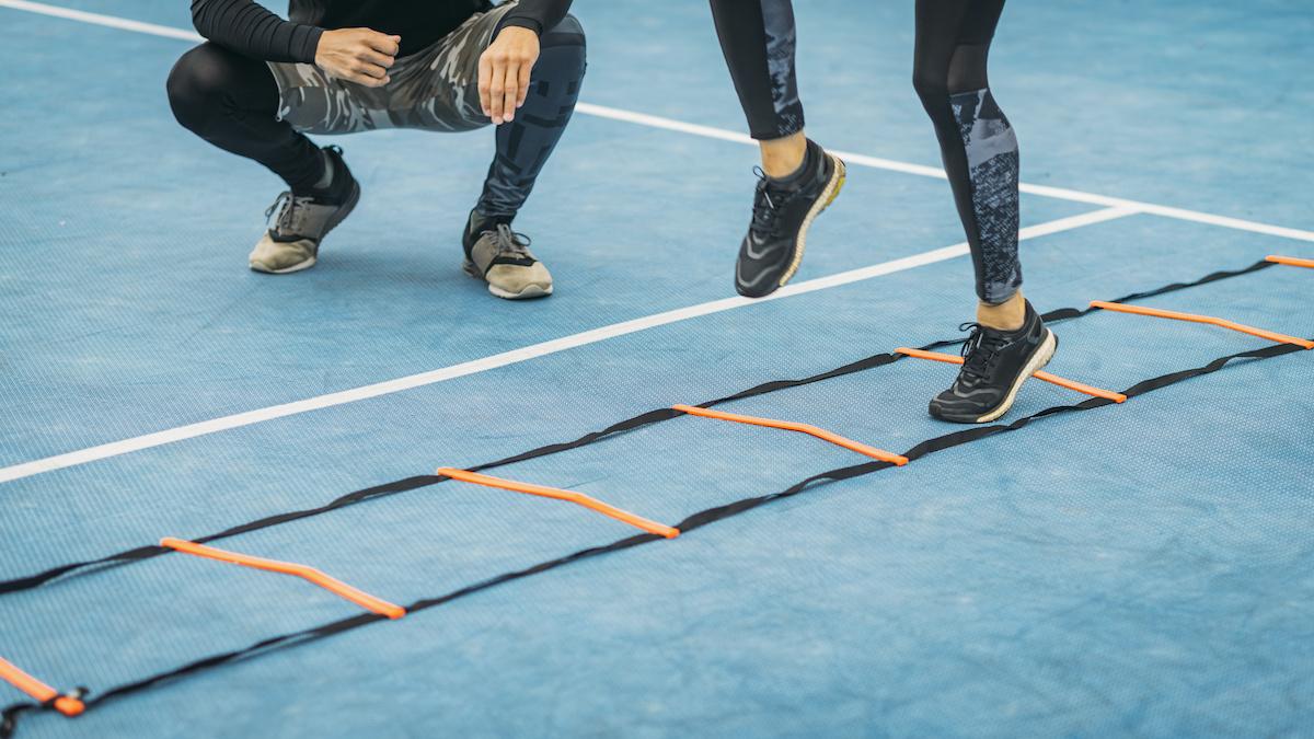 Comment faire des exercices d'échelle d'agilité avec une forme parfaite