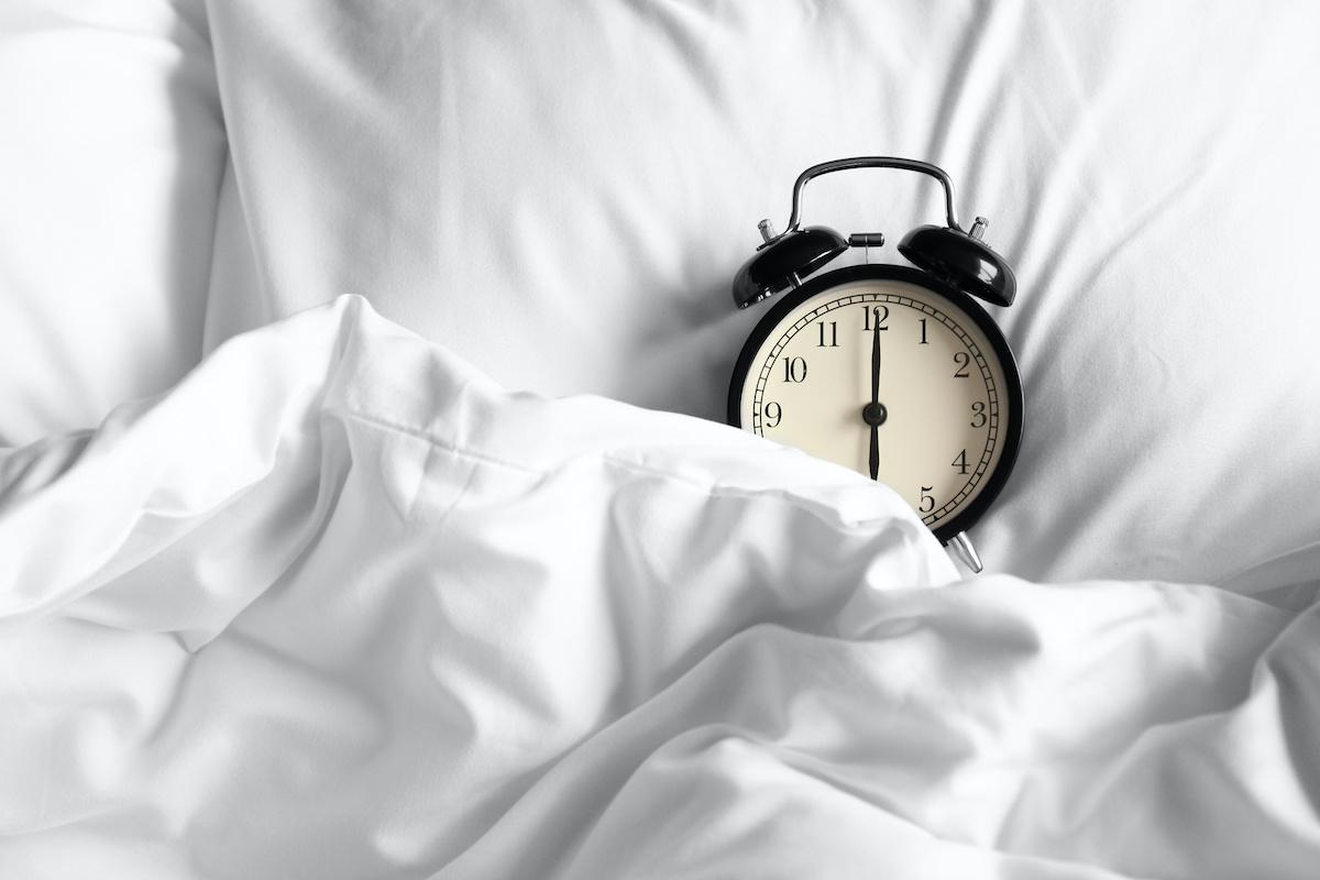 Så här fixar du ditt sömnschema: 7 sätt att få konsekvent sömn