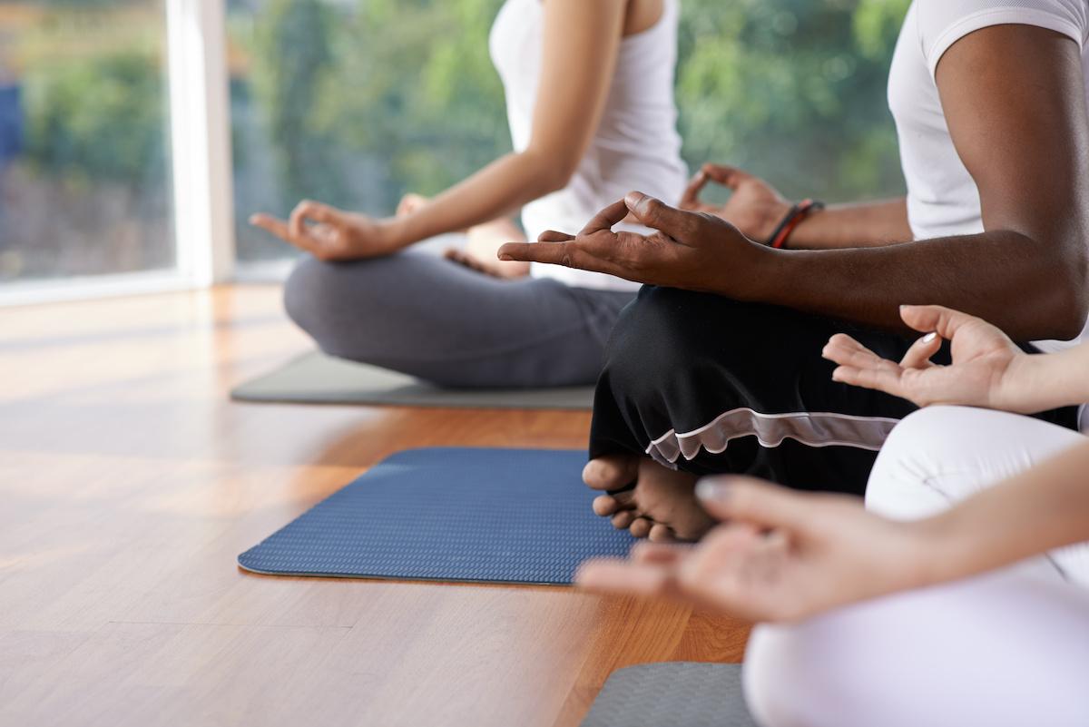 Yoga mudras : comment pratiquer 3 gestes de la main yogiques