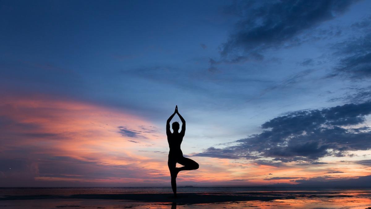 Kako napraviti pozu na drvetu u jogi: 3 načina za modificiranje poze na drvetu