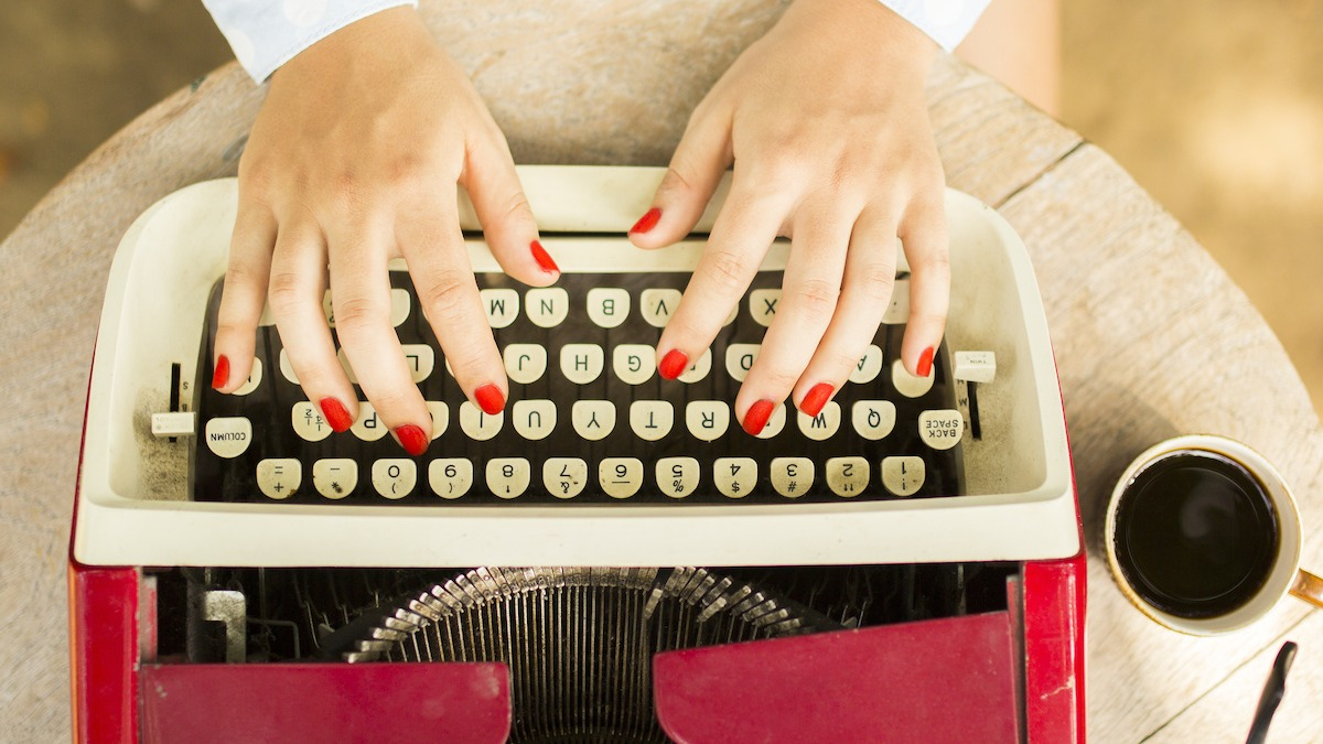 आपके लेखन में रहस्य को बढ़ाने के लिए 10 युक्तियाँ