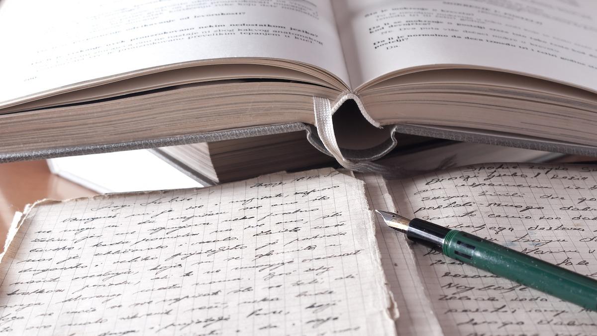 Compreendendo o Ofício da Poesia Cento: Como Escrever Poemas de Patchwork
