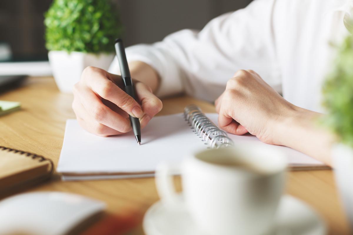 Qu'est-ce qu'un paradoxe dans l'écriture ? Découvrez les différences entre le paradoxe littéraire et le paradoxe logique avec des exemples