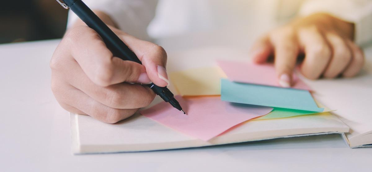 Hogyan szervezhet ötleteket regényéhez 5 lépésben