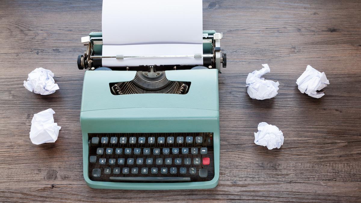 Comment écrire un dialogue amusant : 15 astuces pour faire rire les lecteurs