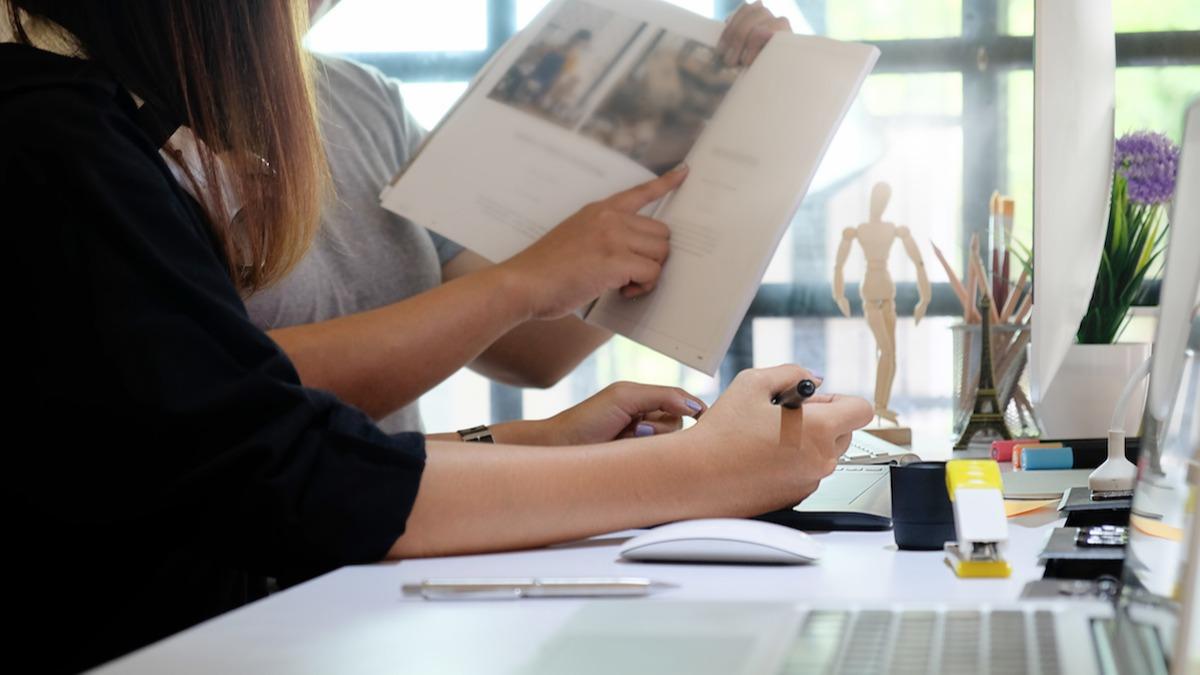 Comment devenir assistant de rédaction en 4 étapes : apprenez 3 compétences essentielles dont tous les assistants de rédaction ont besoin