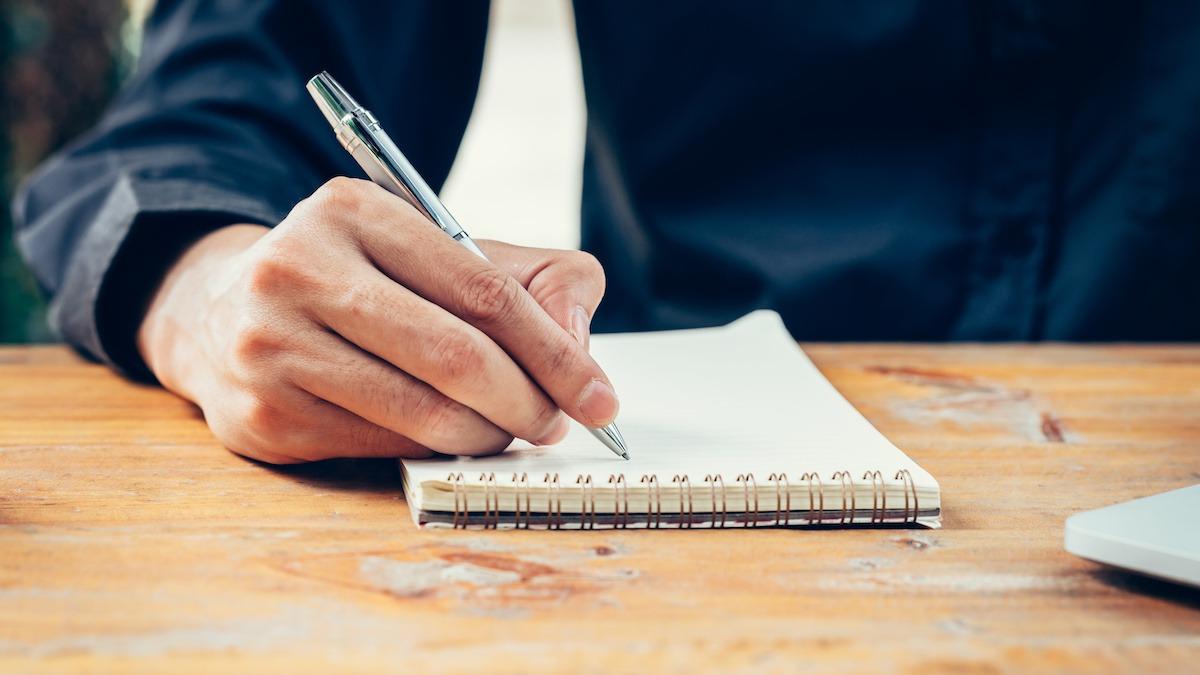 Hur man plottar en novell: 5 steg för kort berättelse