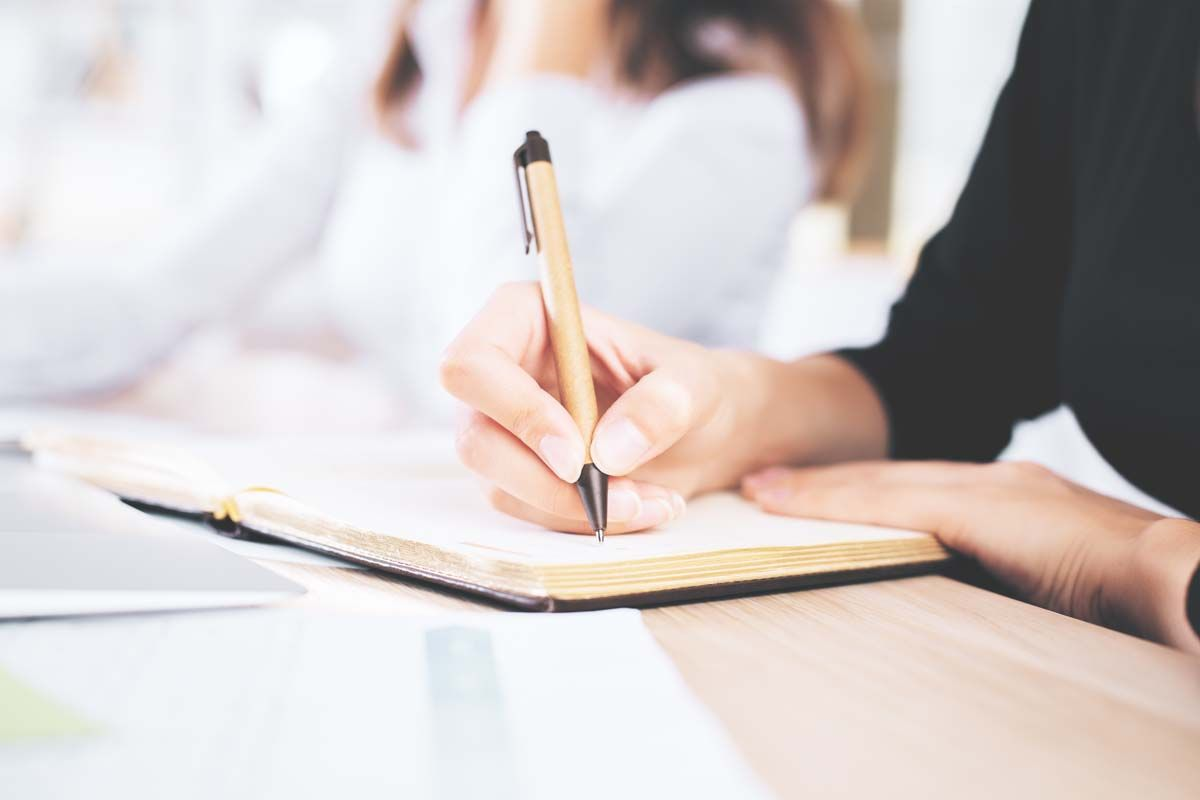 Écriture 101: Qu'est-ce que le chiasme? En savoir plus sur le dispositif rhétorique avec des exemples
