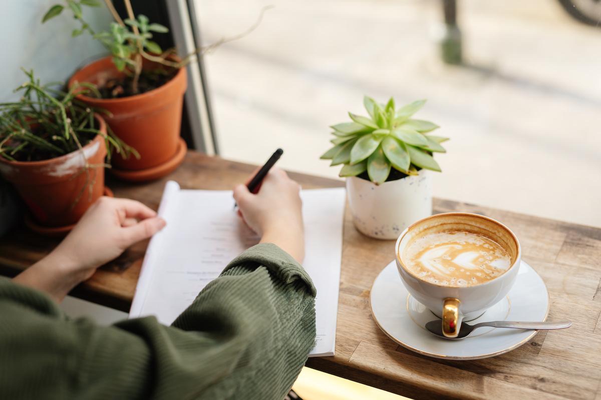 Hur man använder dialogtaggar: 5 tips för formatering av dialog