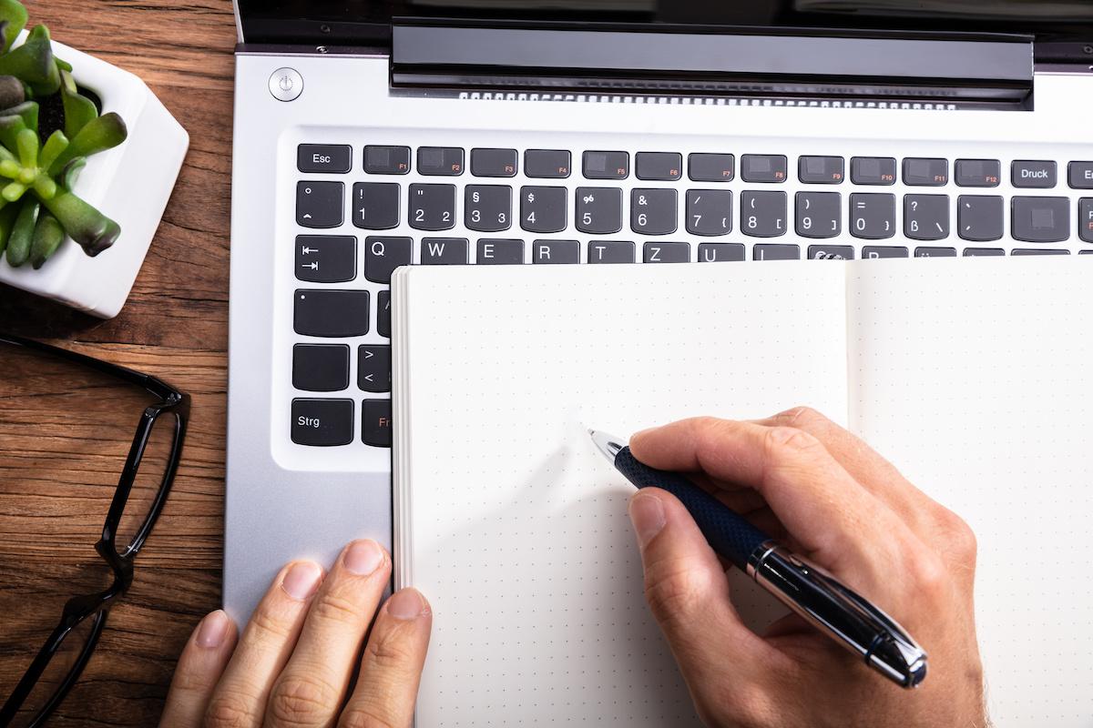 Écriture manuscrite ou dactylographie: quels sont les avantages de l'écriture à la main?