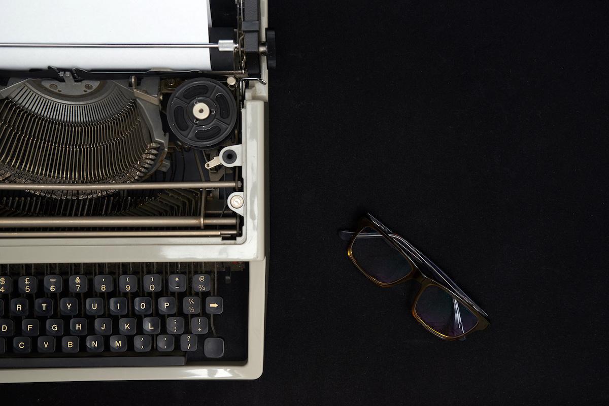 12 invites de comédie: des idées pour écrire des histoires courtes drôles