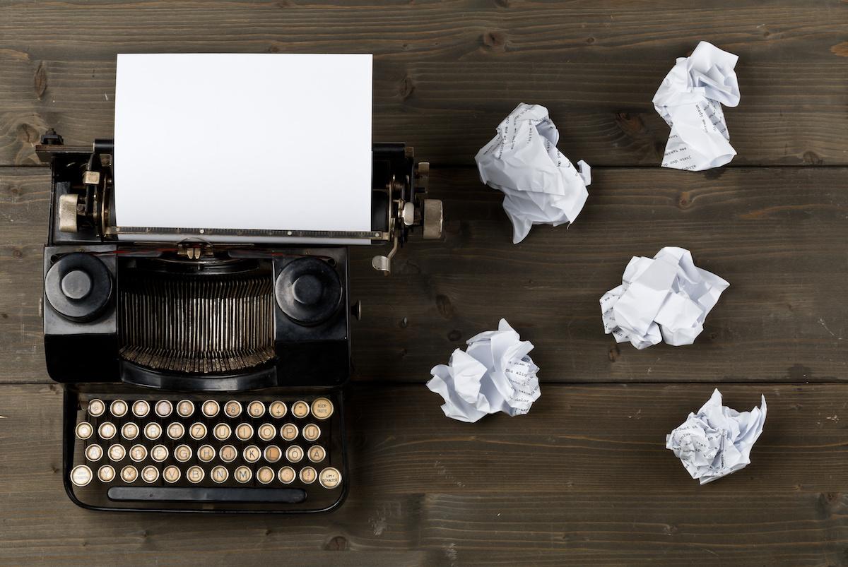 วิธีการเขียน Cliffhanger: 14 เคล็ดลับในการเขียนหน้าเปลี่ยน Cliffhanger กับ Dan Brown และ R.L. Stine
